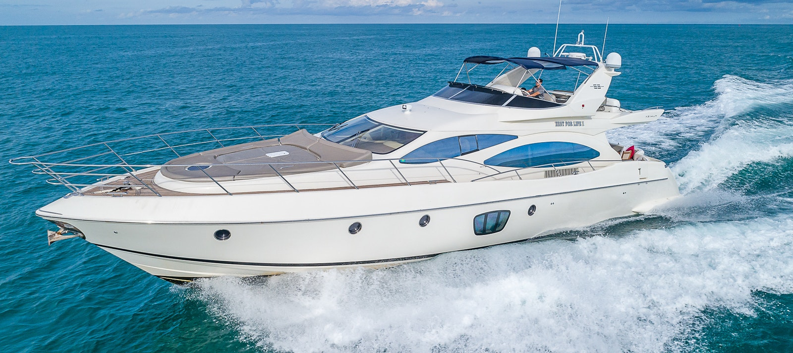 68 FT Azimut yacht for rent in Miami