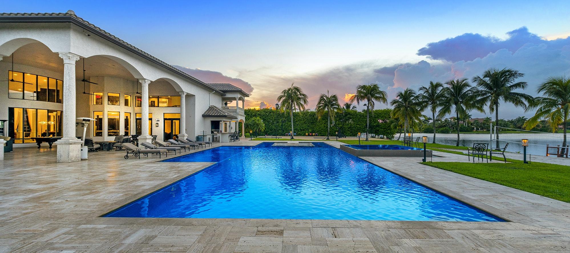 Villa Lake luxury rental in Hollywood