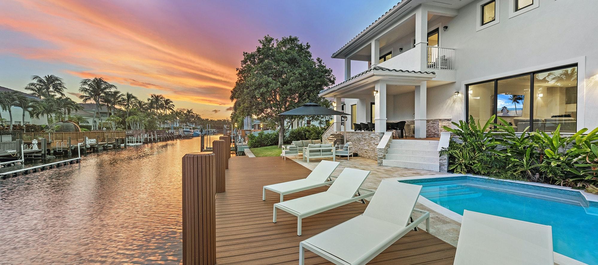 Villa Costa luxury rental in Hollywood